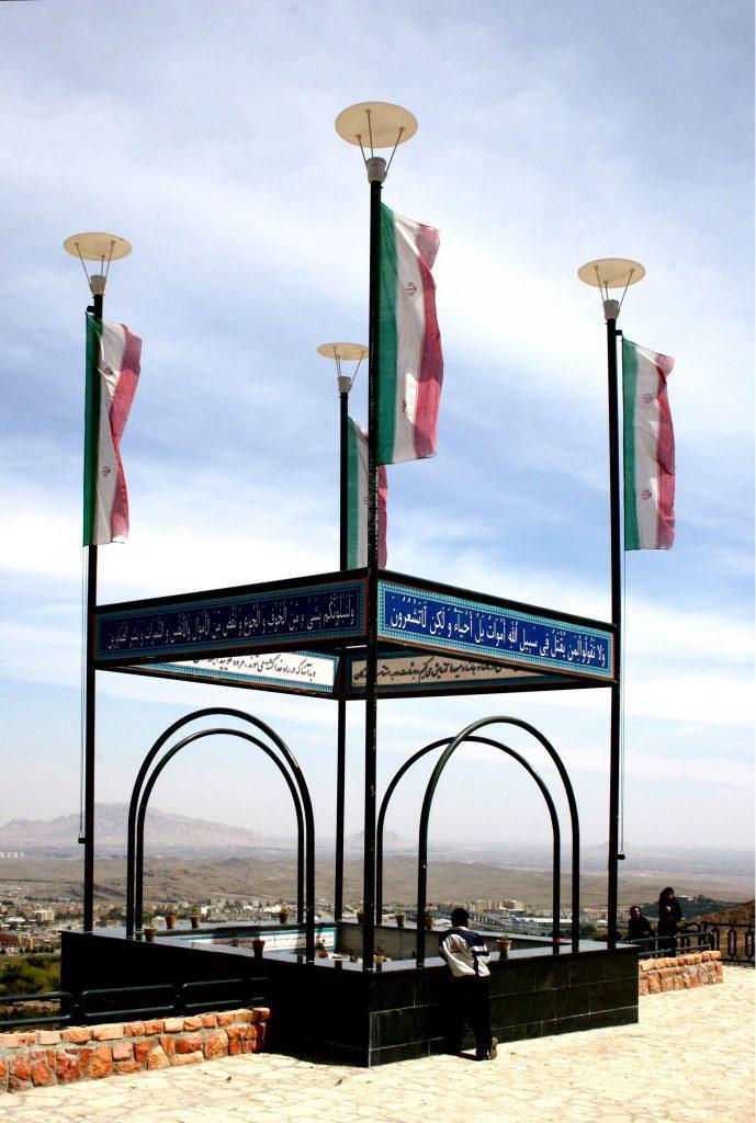 1/4  KWAHSTAN - beyondthemountains -  H.B. 2007 Isfahan, Iran - Photograph 30 x 21 cm, 0,5 cm border